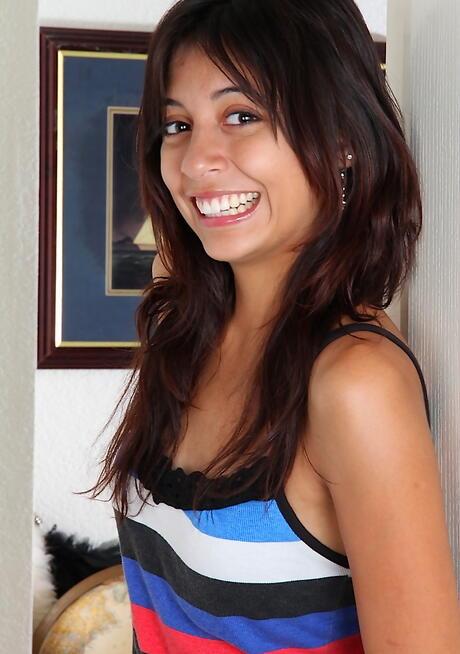Skinny Latinas Pics