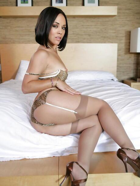 Sexy Latina Legs Pics