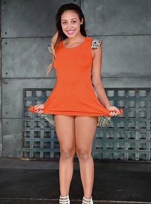 Latinas in Skirts Pics