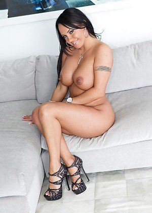 Latina in High Heels Pics