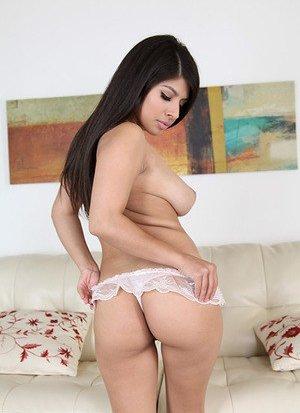 Brunette Latinas Pics